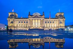 Le point de repère de bâtiment de Reichstag à Berlin, Allemagne photo stock