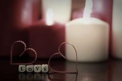 Le point a modifié la tonalité la bougie de forme de coeur d'amour Images libres de droits