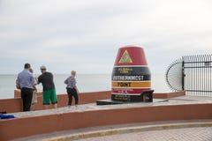 Le point le plus le plus au sud dans continental 90 milles vers le Cuba Maison du coucher du soleil Key West la Floride LES Etats image libre de droits