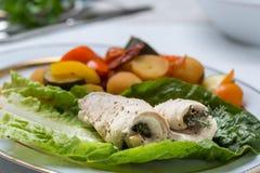 Le poisson roule avec des légumes photo stock
