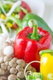 Le poivron de champignon, jaune et rouge frais, tournesol pousse Images stock