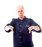 Le policier faisant des pouces font des gestes vers le bas Photos libres de droits