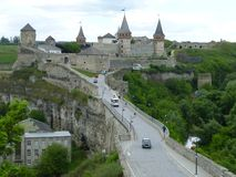 Le pont à la forteresse dans Kamenetz-Podolsk images libres de droits