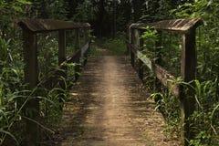 Le pont à travers The Creek image stock