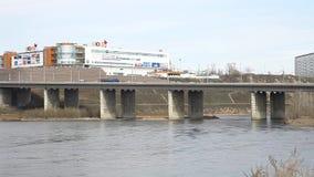 Le pont à travers le Yenisei banque de vidéos