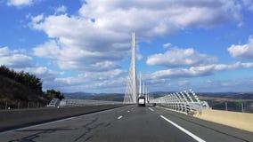 Le pont aspirant dans le ciel Images stock