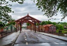 Le pont au-dessus de la rivière chez Trodheim Images stock