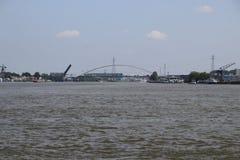Le pont au-dessus de la rivière Noord chez Alblasserdam s'ouvre aux Pays-Bas photo stock