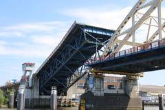 Le pont au-dessus de la rivière Noord chez Alblasserdam s'ouvre aux Pays-Bas photos stock