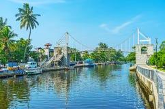 Le pont au-dessus du canal du ` s de Hamilton dans Wattala, Colombo Images libres de droits