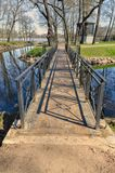 Le pont au jardin de Lopukhinsky image stock