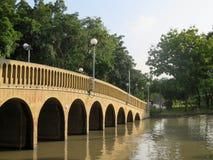 Le pont avec la lumière du soleil Images libres de droits