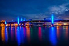 Le pont commémoratif de Pearl Harbor la nuit à New Haven, le Connecticut photos libres de droits