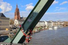 Le pont d'amour de Francfort Photos libres de droits
