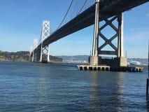 Le pont de baie, de San Francisco dans l'île de Yerba Buena, 1 images libres de droits