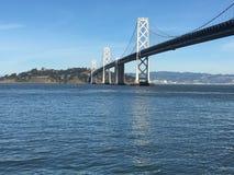 Le pont de baie, de San Francisco dans l'île de Yerba Buena, 2 photos stock