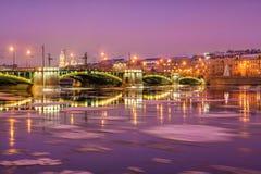 Le pont de Birzhevoy au-dessus de Malaya Neva photo stock