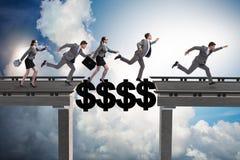 Le pont de croisement du dollar de concept financier Image libre de droits