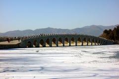 Le pont de dix-sept voûtes, palais d'été, Pékin Chine photos stock