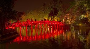 Le pont de huc dans la nuit Photo stock