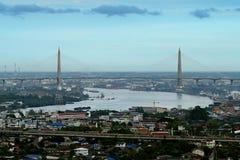 Le pont de Kanchanaphisek photographie stock