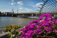 Le pont de Krymsky est le pont suspendu en acier à Moscou Russie Image stock