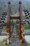 Le pont de metall avec des étapes en bois images stock