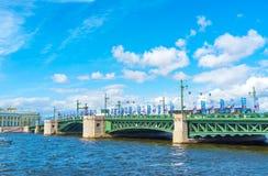 Le pont de palais à St Petersburg Image stock