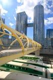 Le pont de pied plus de vont des trains, Toronyo, Ontario, Canada Photographie stock libre de droits