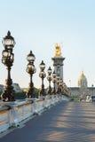 Le pont de Pont Alexandre III à Paris, vident pendant le matin Photographie stock libre de droits