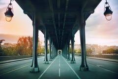 Le pont de Pont de BIR-Hakeim Photo stock