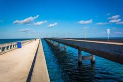 Le pont de sept milles, sur la route d'outre-mer dans le marathon, la Floride photos libres de droits