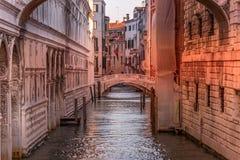 Le pont de Sospiri à Venise Italie photos stock