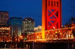 Le pont de tour et l'horizon de Sacramento image libre de droits
