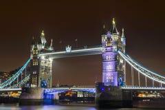Le pont de tour la nuit Image libre de droits