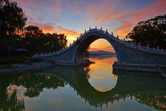 Le pont de Xiuyi dans le palais d'été Image libre de droits