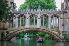 Le pont des soupirs à l'Université de Cambridge Images stock