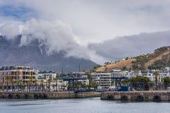 Le pont en bascule au bord de mer de V&A à Cape Town Photographie stock