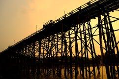 Le pont en bois Image libre de droits