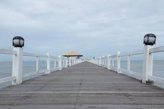 Le pont en bois Photographie stock