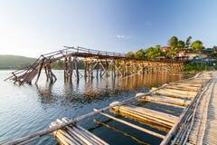 Le pont en bois sont décomposés Photos stock