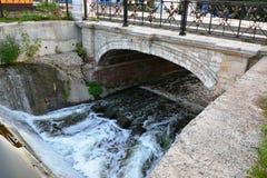Le pont en parc Photographie stock