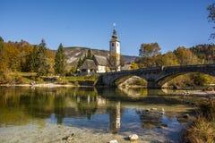 Le pont en pierre au-dessus du lac Bohen photos libres de droits