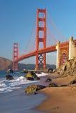 Le pont en porte d'or dans le coucher du soleil de San Francisco Photo stock