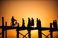 Le pont en teck d'U-Bein de pont est le plus long Photos stock