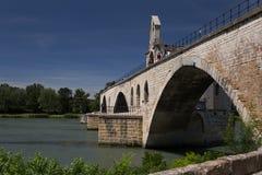 Le pont et la rivière le Rhône d'Avignon Photos stock