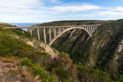 Le pont iconique de bloukrans photo stock