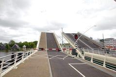 Le pont-levis s'ouvre à Zaandam, Pays-Bas photos stock