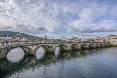 Le pont romain et médiéval a appelé le del Burgo de Puente, qui croise image libre de droits