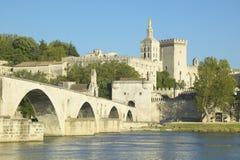 Le Pont St Benezet en Paleis van de de Pausen en Rivier van de Rhône, Avignon, Frankrijk Royalty-vrije Stock Afbeelding